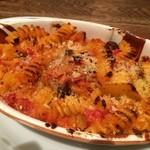 48167765 - 魚介のラグーとキノコのトマト煮込み ショートパスタ オーブン焼