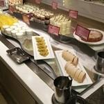 エトワール - ラズベリーロールケーキ、煎茶のブラウニー(ディナー限定)、グリオットのタルト等