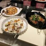 エトワール - キハダマグロのサラダ 変わりパン粉がけ アンチョビとバルサミコのソース(ディナー限定)、かぶときんかん、シーフードのマリネ(ディナー限定)