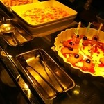 エトワール - さつまいもとベーコンのグラタン、フライドポテト、チキンのリエットをファルスしたガトーニのフリット