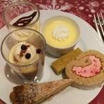 エトワール - プリン、煎茶のブラウニー(ディナー限定)、ラズベリーロールケーキ、グリオットのタルト、柚子と蜂蜜のムース、コーヒームース