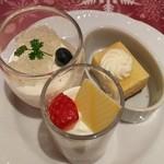エトワール - キャラメルバナナ、フロマージュブルーベリーのムース、苺のグラスショートケーキ(ディナー限定)