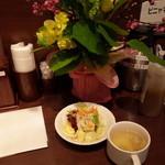 48174635 - サラダとスープ