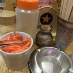 まさちゃん - ラーメン用は、紅しょうが・ゴマ・コショウ・ラーメンダレ。 オーソドックスなラインナップです。