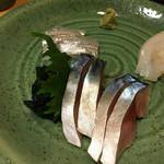 鮨 さるたひこ - 刺身もいただく。サヨリ、〆鯖、イカ