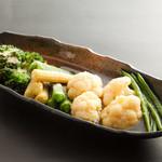温野菜盛り合せ(オクラ、ヤングコーン、ブロッコリー、カリフラワー、いんげんなど)