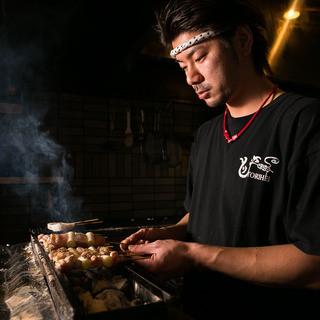 国産地鶏を備長炭で一本一本お焼きします♪