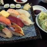 48181092 - セットのお寿司とサラダ