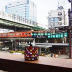 48181621 - 窓に面したカウンター席から眺めるJR森ノ宮駅