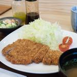 とんとこ - 料理写真:ロースカツ定食:1,000円/2016年3月