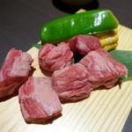 熟成焼肉 听 - 数量限定のヘレ肉のサイコロステーキ