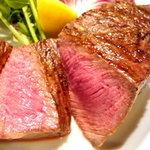 アルモニコ - メインのお肉料理は炭火焼きがオススメ。