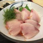 魚玉 - ぶりのお刺身定食 900円くらい