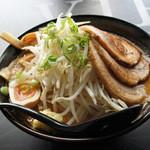 つけ麺 白虎 - 味噌ラーメン富士山盛り別アングル