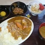 まるい食堂 - 2014/07/02 12:10訪問 自家製カレー¥500、ライス大盛¥50 納豆¥50、生卵¥50