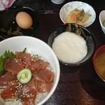 まるい食堂 - 2014/07/05 12:50訪問 まぐろ丼¥500+生卵¥50+とろろ¥50