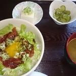 まるい食堂 - 2014/08/07 12:10訪問 まぐろユッケ丼¥500