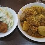 大阪ハラールレストラン - チキンビリヤニにカレー全種類がけ&パコラとサラダ