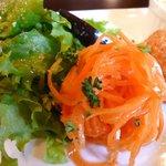 洋食家 さくら - サラダ、にんじんサラダ