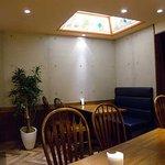 ぐーばーぐ - 店内 天窓風の間接照明