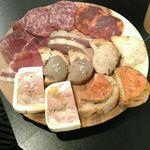 カリーニョ - カリーニョ肉前菜の盛り合わせ