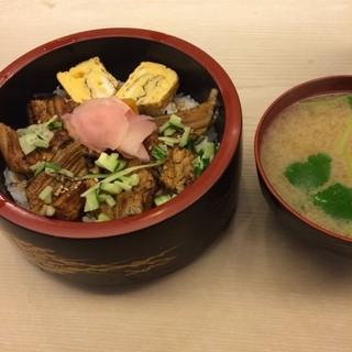 吉野鮨 - ランチメニューのあなご丼。 税込970円。 美味し。