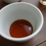 48201766 - やや淡い色味の辛汁