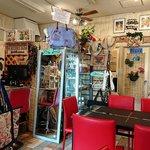 ケ・アロハ - Ke Aloha @中葛西 店内 ハワイ関連商品がいっぱい