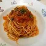 カフェテリア アルポルト - この日のパスタは「菜園風アントリーナ」・・ズッキーニなどの夏野菜が入ったトマトソースのパスタです。トマトを前面に押し出すのではなくまろやかな味でおいしいですね。麺は細めんで好み