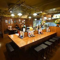 島酒場 平良商店 - 沖縄要素満載のカウンター席.