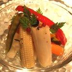 フレンチバール coucou - ピクルス 350えん いろんな種類のお野菜やきのこが入ってます!白ネギがお気に入り
