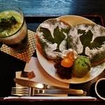 48222287 - 『鳳凰パンケーキ』(980円)!と『抹茶ラテ』(450円)~♪(^o^)丿