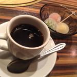 48224211 - 食後のデザートはホットコーヒーにコンニャク餅