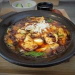 かかん - 四川麻婆豆腐は鉄板で熱々