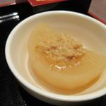 居酒屋 益正 - もう一品の小鉢は鶏そぼろのトッピングされたふろふき大根でした。