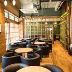 カフェ マスターズカフェ - 気のぬくもり溢れる店内で、ゆったりとした時間をお過ごしください♪