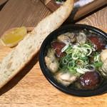 butcher bar 十八 - 牡蠣のアヒージョ