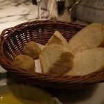 サカナバル グリル - サービスの自家製パン