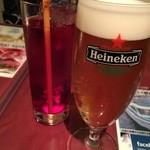 バグース・バー - ハイネケンとクランベリージュース