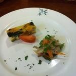 ヴィノテカ ラ・ガッツァ - 料理写真:イタリア風オムレツ、ワカサギのカルパッチョ