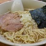 煮干しそば 暁 - シンプルなビジュアル。大盛です 2016.2