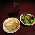 房総食彩 わいわい - サラダ、惣菜、ウーロン茶(2016/03/04撮影)
