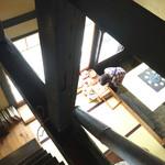萬御菓子誂處 樫舎 - 2階からの下の眺め。干菓子も売られています。