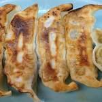 熊ぼっこ  - 熊ぼっこ 前野町店 プリッとした食感の餡が入る特製・餃子