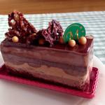 48254298 - 【グリュエドショコラ】(@_@)「480円」                       ビターチョコムースの中にジャンドゥジャミルク チョコムース                                              アクセントにヌガティーヌ グリュエ