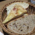 ポワンタージュ - スープ&キッシュ プレートのパン