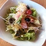 イタリアンダイニングカフェ チィーボ - サラダランチ*サーモンのサラダ