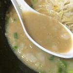 虎龍馬 - 濃厚とんこつスープにトロトロ背脂❤️ コラーゲンたっぷりですね♪