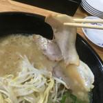 虎龍馬 - 背脂とんこつラーメン チャーシューリフト〜(*^◯^*)❤️