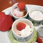 Muminhausukafe - 中には「いちごのアイスクリーム」、「いちごのムース」、「濃厚チョコチップムース」が入っています。
